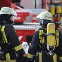 19-04-2016_Biberach_Gutenzell_Brand_Silo_Saegemehl_Feuerwehr_Poeppel20160419_0093