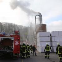 19-04-2016_Biberach_Gutenzell_Brand_Silo_Saegemehl_Feuerwehr_Poeppel20160419_0138