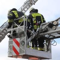19-04-2016_Biberach_Gutenzell_Brand_Silo_Saegemehl_Feuerwehr_Poeppel20160419_0155