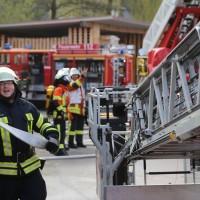 19-04-2016_Biberach_Gutenzell_Brand_Silo_Saegemehl_Feuerwehr_Poeppel20160419_0162