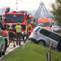 22-04-2016_Unterallgaeu_Kirchdorf_Tuerkheim_Unfall_Feuerwehr_Poeppel20160422_0050