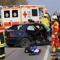 22-04-2016_Unterallgaeu_Kirchdorf_Tuerkheim_Unfall_Feuerwehr_Poeppel20160422_0058