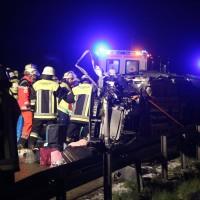 24-04-2016_A96_Holzguenz_Memmingen_Unfall_Feuerwehr_Poeppel20160424_0015