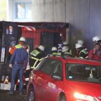 26-04-2016_Unterallgäu_Buxheim_Autobahnbruecke_Kipper_Unfall_Feuerwehr_Poeppel_0001