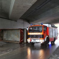 26-04-2016_Unterallgäu_Buxheim_Autobahnbruecke_Kipper_Unfall_Feuerwehr_Poeppel_0020