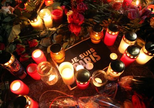 Blumenmeer vor der Französischen Botschaft, über dts Nachrichtenagentur