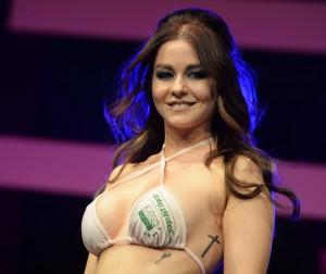 Julia Oemler aus Halle an der Saale im Finale ist die frisch gekürte Miss Tuning 2016