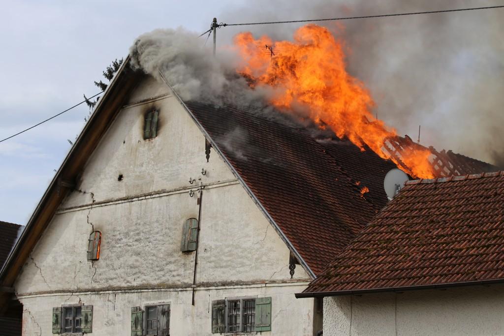 11-05-2016_Memmingen_Hart_Brand_Bauernhof_Feuerwehr_Poeppel_0003