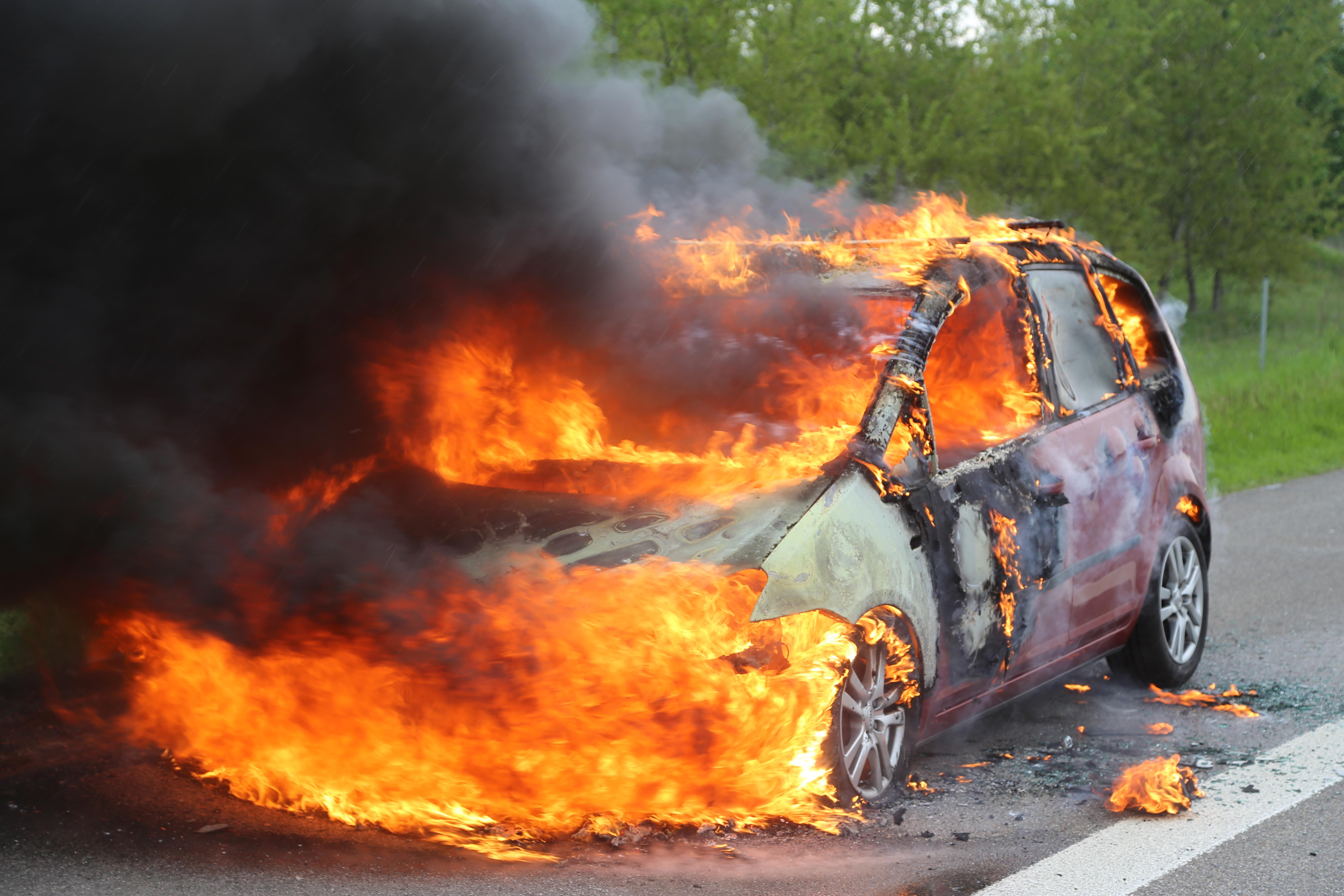 14-05-2016_A7_Berkheim_Dettingen_Pkw-Brand_Feuerwehr_Poeppel_0009