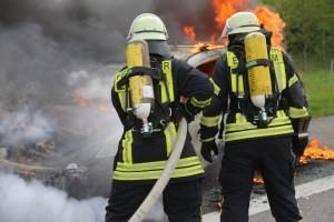 14-05-2016_A7_Berkheim_Dettingen_Pkw-Brand_Feuerwehr_Poeppel_0016