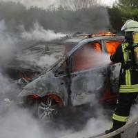 14-05-2016_A7_Berkheim_Dettingen_Pkw-Brand_Feuerwehr_Poeppel_0024