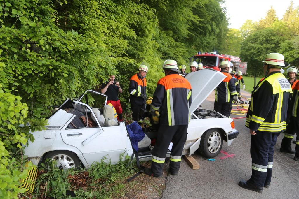 18-05-2016_Unterallgaeu_Reichau_Klosterbeuren_Unfall_Feuerwehr_Poeppel_0025