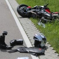 20-05-2016_Guenzburg_Kettershausen_Motorrad-Unfall-Feuerwehr_Polizei_Poeppel_0004