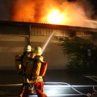 26-05-2016_Unterallgaeu_Bad-Woerishofen_Brand_Reisebus_Parkhaus_Feuerwehr_Poeppel_0016