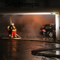 26-05-2016_Unterallgaeu_Bad-Woerishofen_Brand_Reisebus_Parkhaus_Feuerwehr_Poeppel_0034