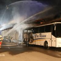 26-05-2016_Unterallgaeu_Bad-Woerishofen_Brand_Reisebus_Parkhaus_Feuerwehr_Poeppel_0046