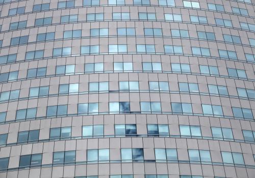 Glasfassade an einem Bürohaus, über dts Nachrichtenagentur