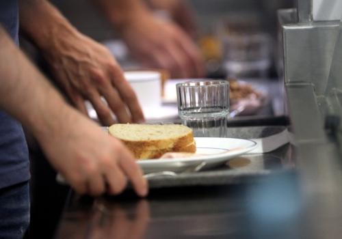Frühstück in einer Kantine, über dts Nachrichtenagentur