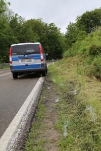 2016-06-08_B32_Amtszell_Korb_Unfall_Fussgaenger_Transporter_Polizei_Poeppel_0011