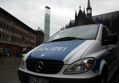 Polizeiauto vor Kölner Dom und Hauptbahnhof, über dts Nachrichtenagentur