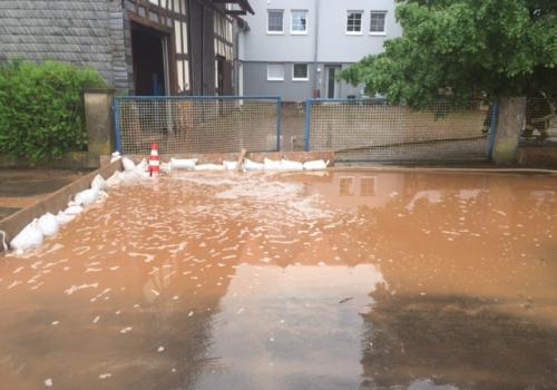 Schlammwasser am 02.06.2016 im hessischen Oberndorf, Polizei Marburg-Biedenkopf,  Text: über dts Nachrichtenagentur