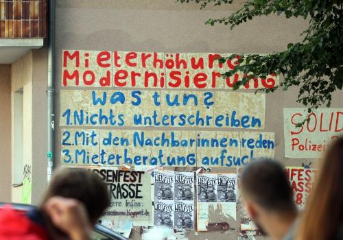 Fassadenbeschriftung gegen Mieterhöhungen, über dts Nachrichtenagentur