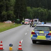02-07-2016_B465_Bad-Wurzach_Unfall_schwer_Feuerwehr_Christoph17_Polizei_Poeppel_0002