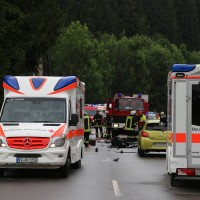 02-07-2016_B465_Bad-Wurzach_Unfall_schwer_Feuerwehr_Christoph17_Polizei_Poeppel_0004