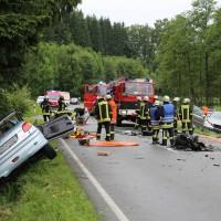 02-07-2016_B465_Bad-Wurzach_Unfall_schwer_Feuerwehr_Christoph17_Polizei_Poeppel_0008