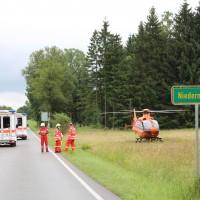 02-07-2016_B465_Bad-Wurzach_Unfall_schwer_Feuerwehr_Christoph17_Polizei_Poeppel_0010