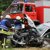 02-07-2016_B465_Bad-Wurzach_Unfall_schwer_Feuerwehr_Christoph17_Polizei_Poeppel_0014