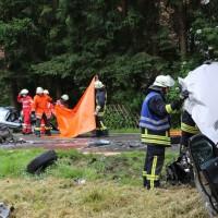 02-07-2016_B465_Bad-Wurzach_Unfall_schwer_Feuerwehr_Christoph17_Polizei_Poeppel_0017