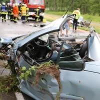 02-07-2016_B465_Bad-Wurzach_Unfall_schwer_Feuerwehr_Christoph17_Polizei_Poeppel_0027