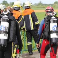 03-07-2016_Unterallgaeu_Tafertshofen_Pkw_Bach_Wasserwacht_BRK_Feuerwehr_Poeppel_0019