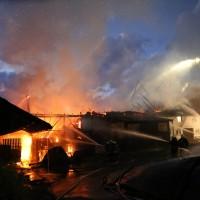 05-07-2016_Unterallgaeu_Ottobeuren_Buehl_Brand_Bauernhof_Feuerwehr_Poeppel_0047