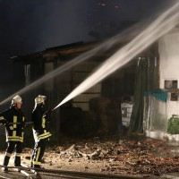 05-07-2016_Unterallgaeu_Ottobeuren_Buehl_Brand_Bauernhof_Feuerwehr_Poeppel_0064