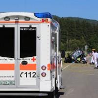 10-07-2016_B12_Isny_Großholzleute_Unfall_Pkw_Schwerverletzte_Rettungsdienst_Polizei_Poeppel_0010