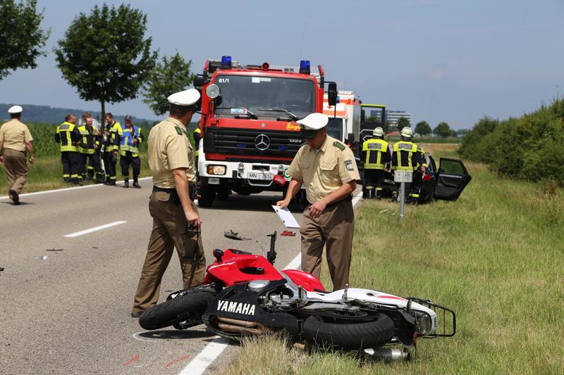 22-07-2016_B16_Mindelheim_Dirlewang_Motorrad_Unfall_toedlich_Feuerwehr_Poeppel_0007