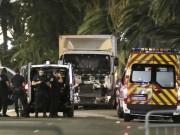 Der Lastwagen in Nizza nach der tödlichen Fahrt. Foto: Franck Fernandes
