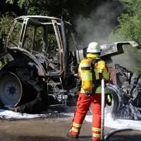 13-08-2016_Untrallgaeu_B18_Kirchdorf_Mindelheim_Brand_Traktor_Feuerwehr_Poeppel_0001