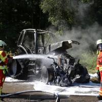 13-08-2016_Untrallgaeu_B18_Kirchdorf_Mindelheim_Brand_Traktor_Feuerwehr_Poeppel_0002