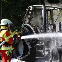 13-08-2016_Untrallgaeu_B18_Kirchdorf_Mindelheim_Brand_Traktor_Feuerwehr_Poeppel_0003
