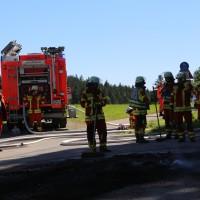 13-08-2016_Untrallgaeu_B18_Kirchdorf_Mindelheim_Brand_Traktor_Feuerwehr_Poeppel_0014