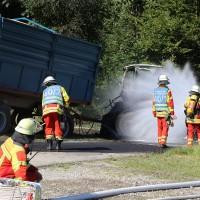 13-08-2016_Untrallgaeu_B18_Kirchdorf_Mindelheim_Brand_Traktor_Feuerwehr_Poeppel_0015
