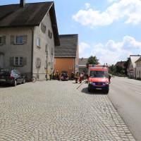 30-08-3016_BY_Unterallgaeu_Heimertingen_B300_MHD_Unfall_ELRD_Hausmauer_Feuerwenr_Poeppel_0014