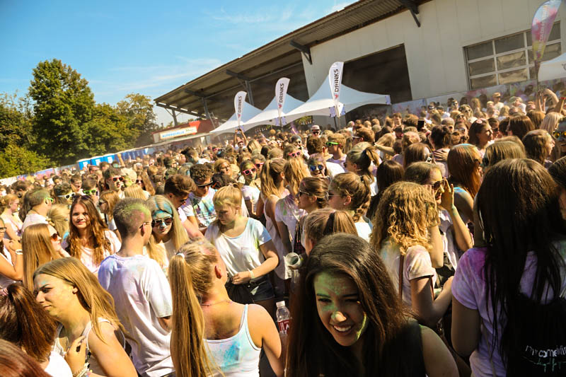 10-09-2016_Farbgefuehle_Memmingen_Memmingerberg_Terminal23_Holi_FarbenPoeppel_0401
