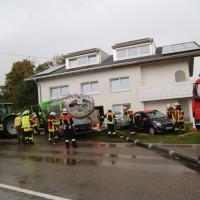 16-09-2016_BY_Unterallgaeu_Legau_Lkw_Unfall_Haus_Feuerwehr_Poeppel_0001