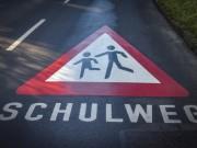 Strassenmarkierung »Vorsicht Schulweg«