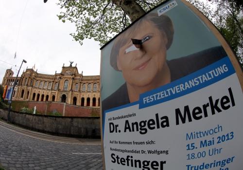 CSU-Wahlplakat mit Angela Merkel vor dem Bayrischen Landtag, über dts Nachrichtenagentur