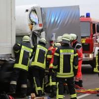20161114_A7_Dietmannsried_Leubas_Kleinlaster_Sattelzug_Unfall_Feuerwehr_Poeppel_new-facts-eu_005